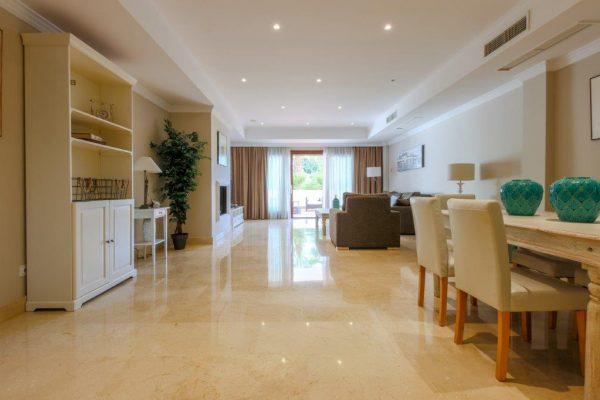 2 bedroom luxury apartment in Lomas del Rey in Marbella for sale