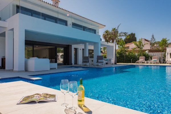 6-bedroom villa for rent in Guadalmina, Marbella